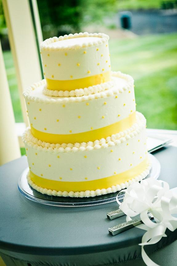 wedding cake  at the Newton White Mansion in Mitchellville MD