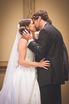 first kiss during wedding at Annapolis EP