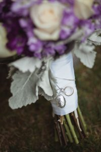 special-pendant-on-brides-bouqette