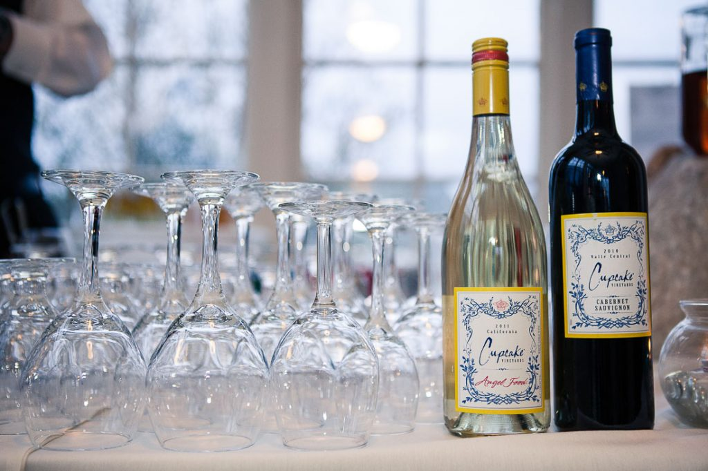 wine-bottles-and-glasses-at-wedding