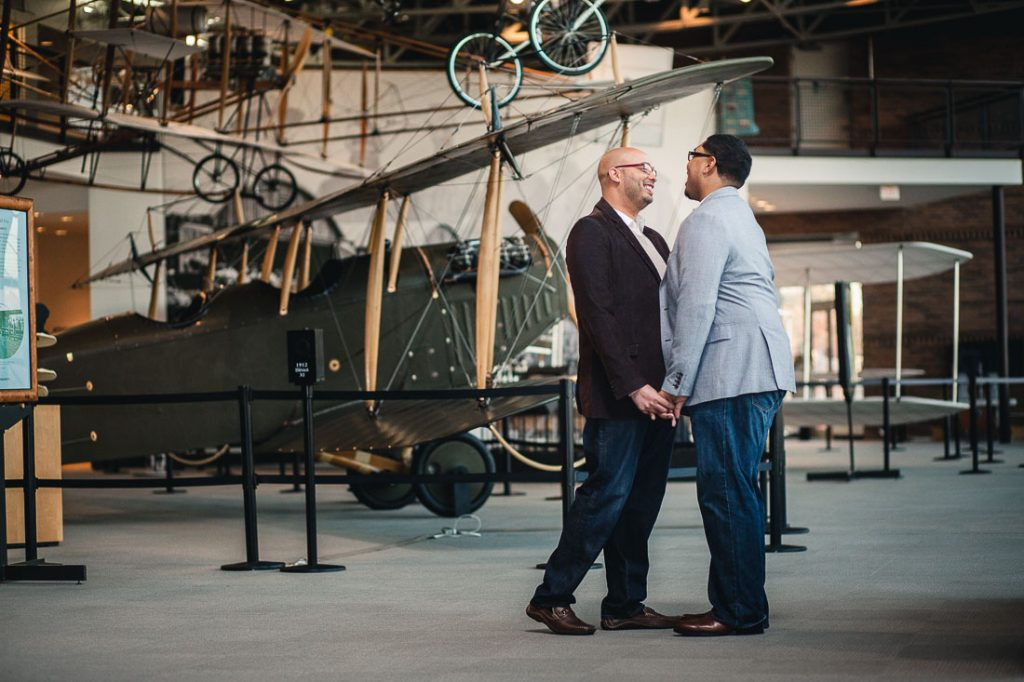 engagement-session-at-baltimore-aviation-museum
