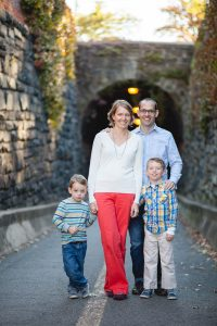 petruzzo-photography-family-at-windmill-hill-park-in-old-town-alexandria-03
